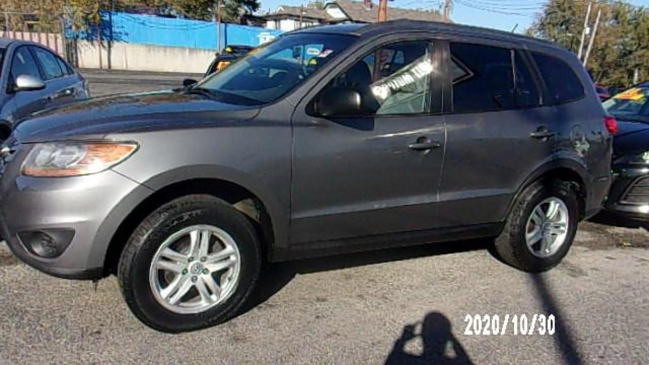 2010 Gray Hyundai Santa Fe (5NMSG3ABXAH) with an 4-Cyl, 2.4 Liter engine, Automatic, 6-Spd w/Overdrive and Shiftronic transmission, located at 1400 State Avenue, Kansas City, 66102, (913) 621-1206, 39.116623, -94.644836 - Photo #0